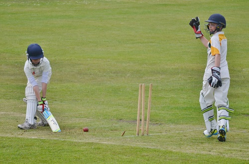 Lindow break through in U13s Final.